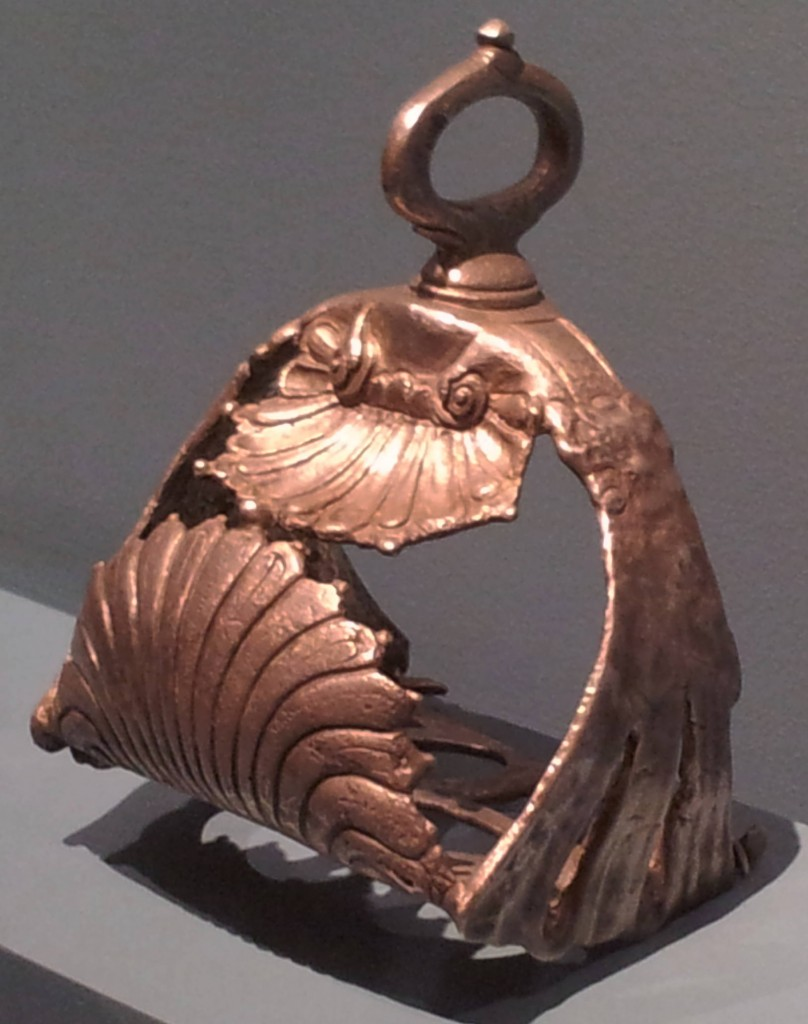 Silver stirrup with shell decoration