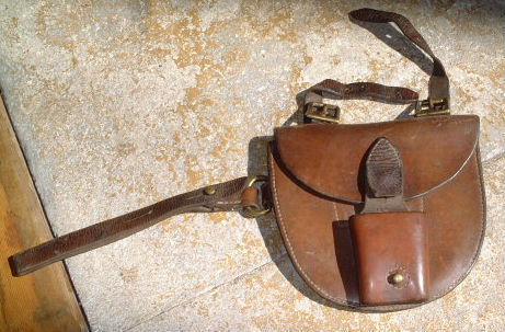 1901 horseshoe case with sword frog