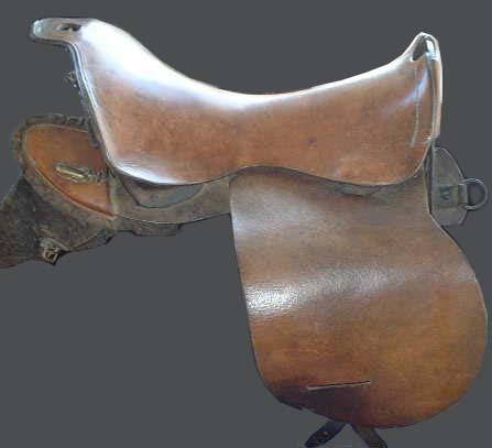 Military saddle